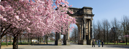 The McLennan Arch designed by Robert and James Adam welcomes you to Glasgow Green from the west