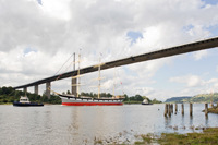 The SV Glenlee gets tugged back up the River Clyde after refurbishment